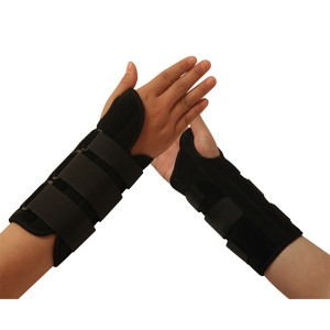 Professional Medical Formfit Wrist Splint Brace mei ademende Materiaal, touch Ofsluting riemen en Contoured bewaard foar Treatment fan Tendonitis